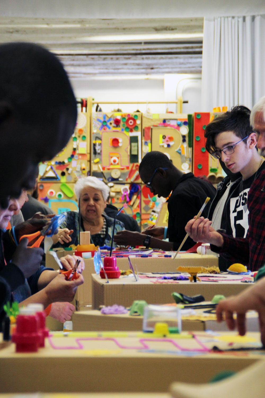 Aún Aprendo | Arte comunitario intergeneracional
