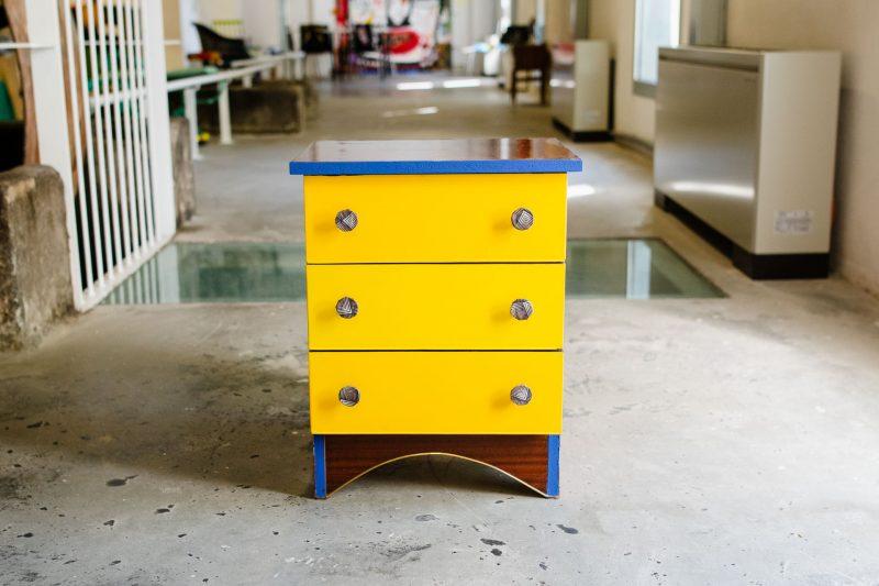 Taller colaborativo de customización de mobiliario con personas refugiadas.