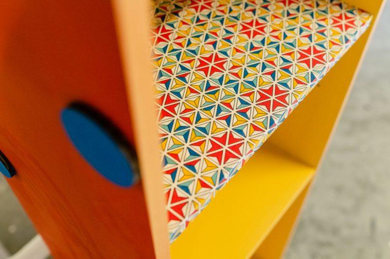 Taller colaborativo de customización de mobiliario con personas refugiadas