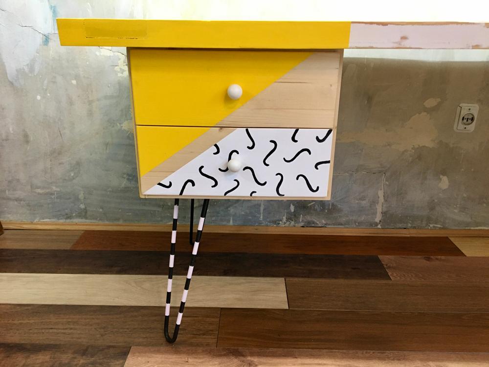 diseño y construcción de mesa con puerta reciclada