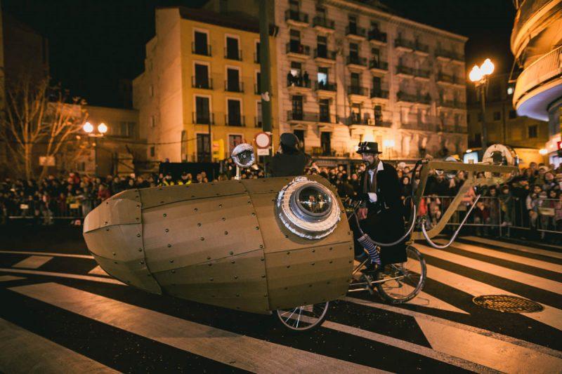 Construcción de carrozas para la Cabalgata de Reyes de Zargoza junto a Basurama Asociación